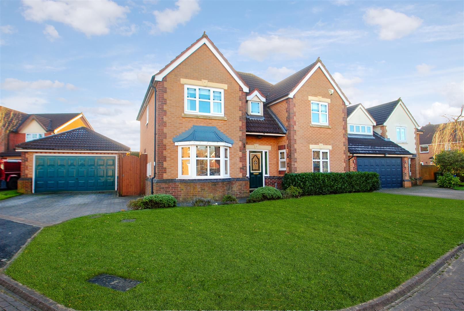 4 Bedrooms Detached House for sale in Westcliff Gardens, APPLETON, Warrington, WA4